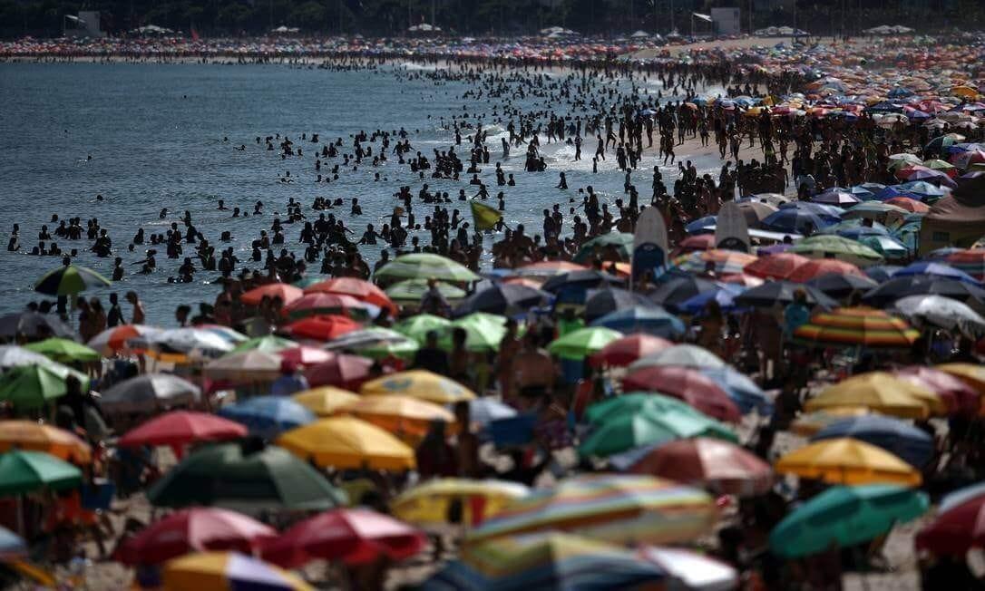 praia durante a pandemia